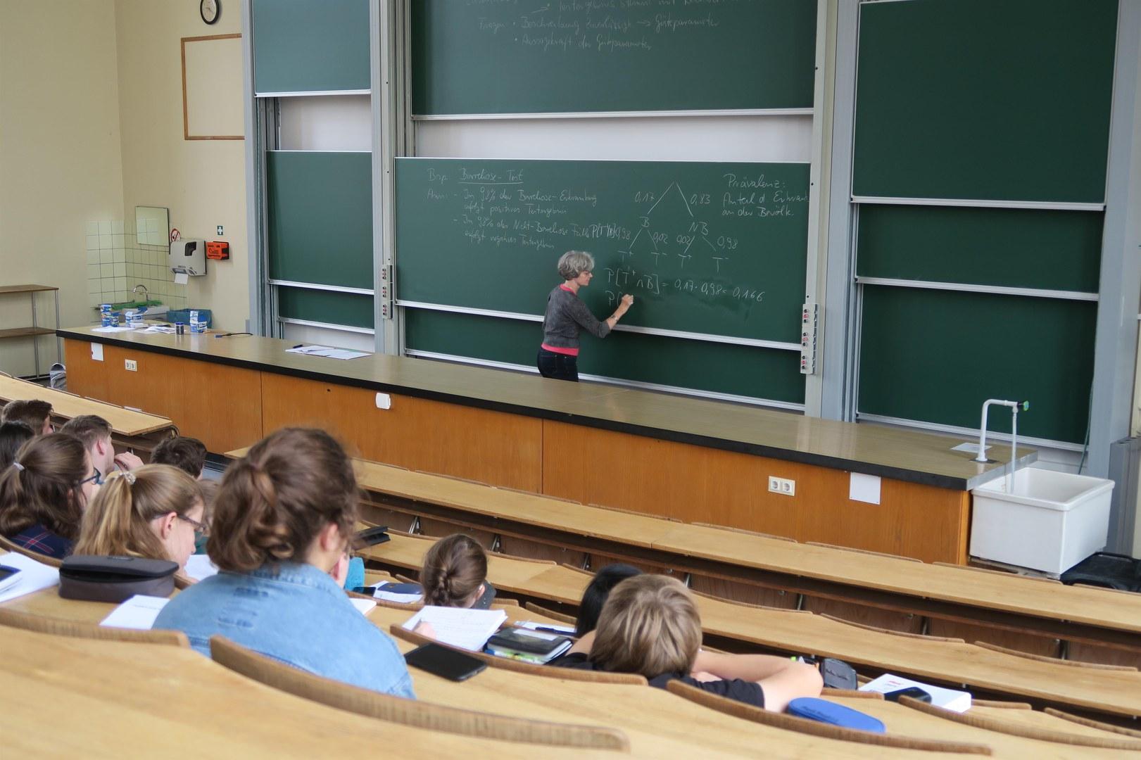 Einmal selbst eine Mathevorlesung im Hörsaal erleben