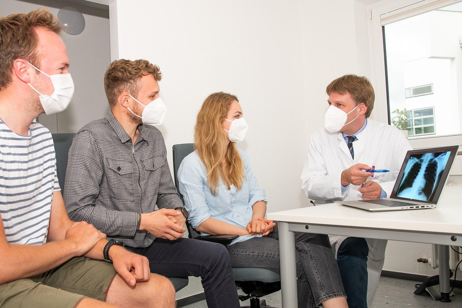 Lehr-Projekt KI-LAURA zum Umgang mit KI in Augenheilkunde und Radiologie wird im Rahmen des bundesweiten KI-Campus gefördert: