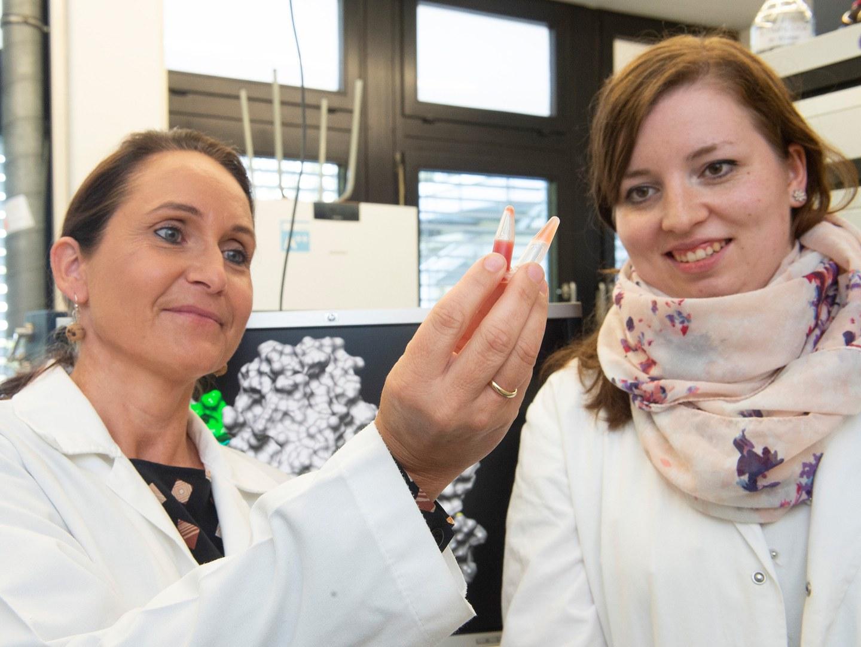 Prof. Dr. Diana Imhof (links) und Marie-Thérèse Hopp