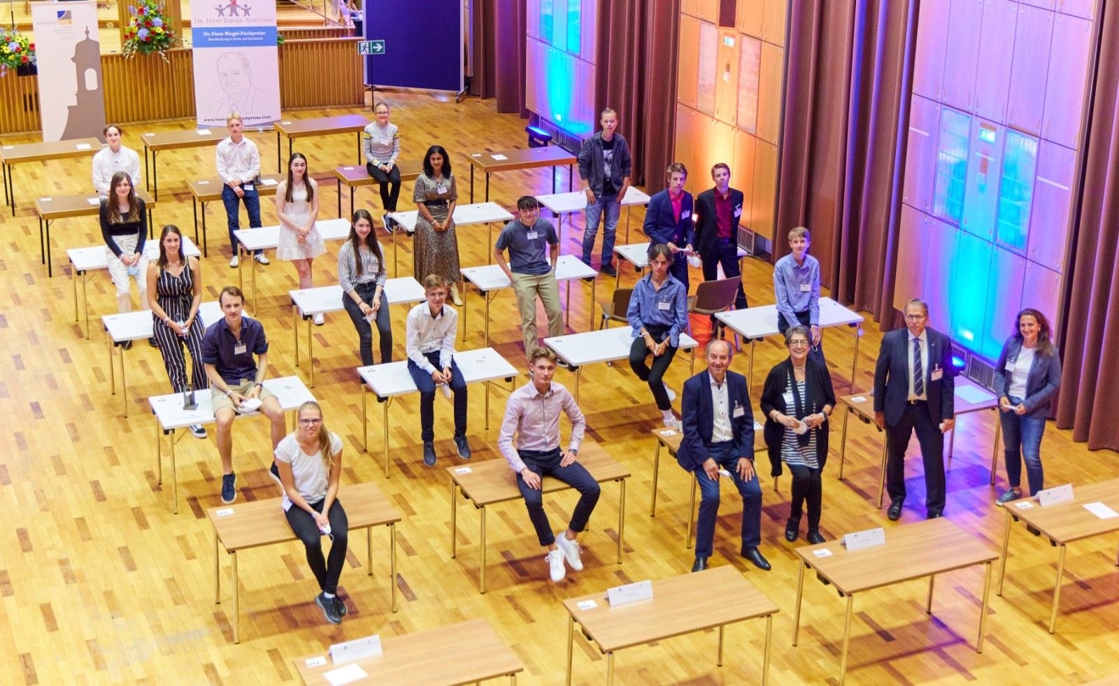 Preisträger:innen mit Vertretungen der Dr. Hans Riegel-Stiftung und der Universität Bonn
