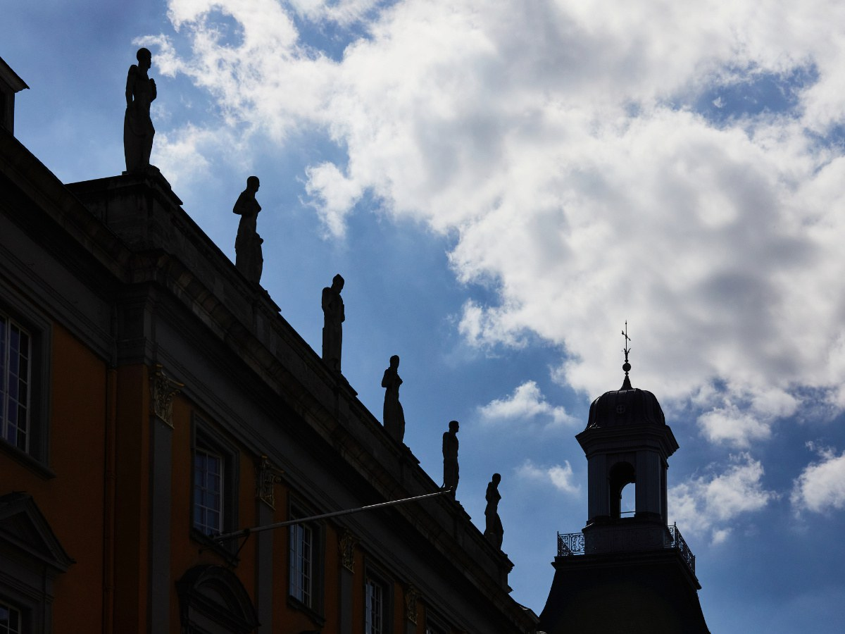 Auf dem Dach des Hauptgebäudes...