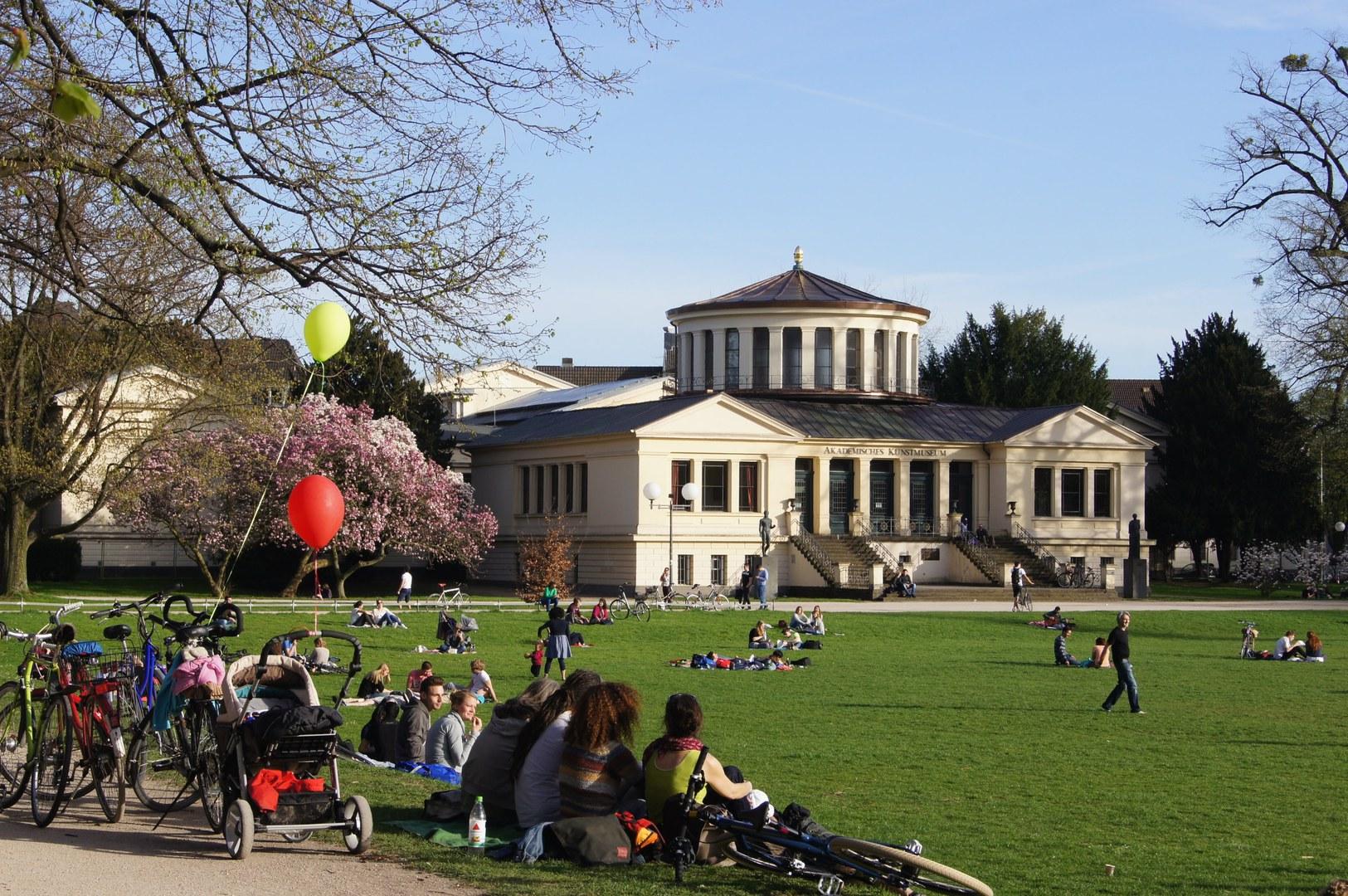 """Die Universität Bonn wurde heute mit dem dauerhaftem Zertifikat zum """"audit familiengerechte hochschule"""" geehrt"""