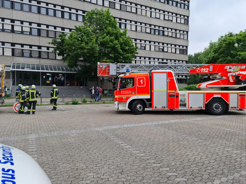 Wegen einer Rauchentwicklung kam es am Sonntagnachmittag zu einem Feuerwehreinsatz am Pharmazeutischen Institut.