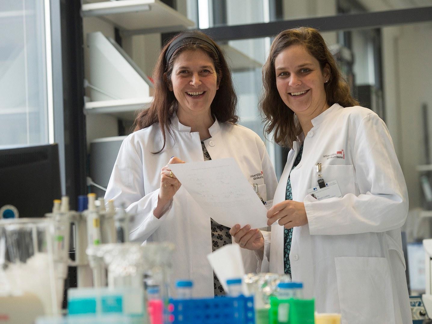 Privatdozentin Dr. med. Elisabeth Mangold (links) und Dr. Kerstin U. Ludwig (rechts)