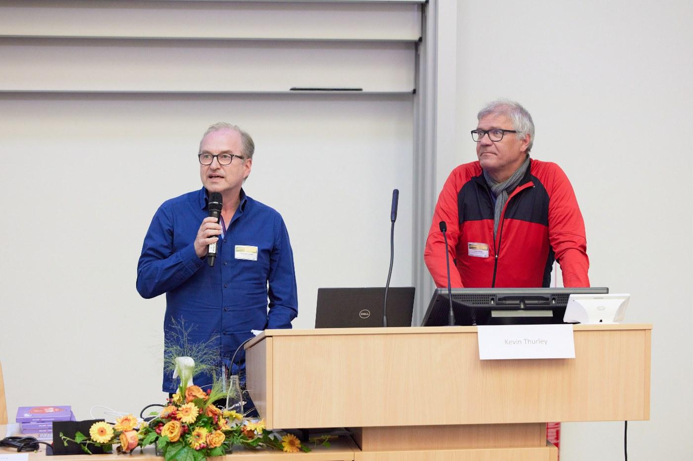 """Prof. Dr. Waldemar Kolanus (Sprecher von ImmunoSensation2 und TRA """"Life and Health"""") und Prof. Dr. Anton Bovier (Sprecher TRA """"Modelling"""") sprachen über die Verknüpfung der Disziplinen."""