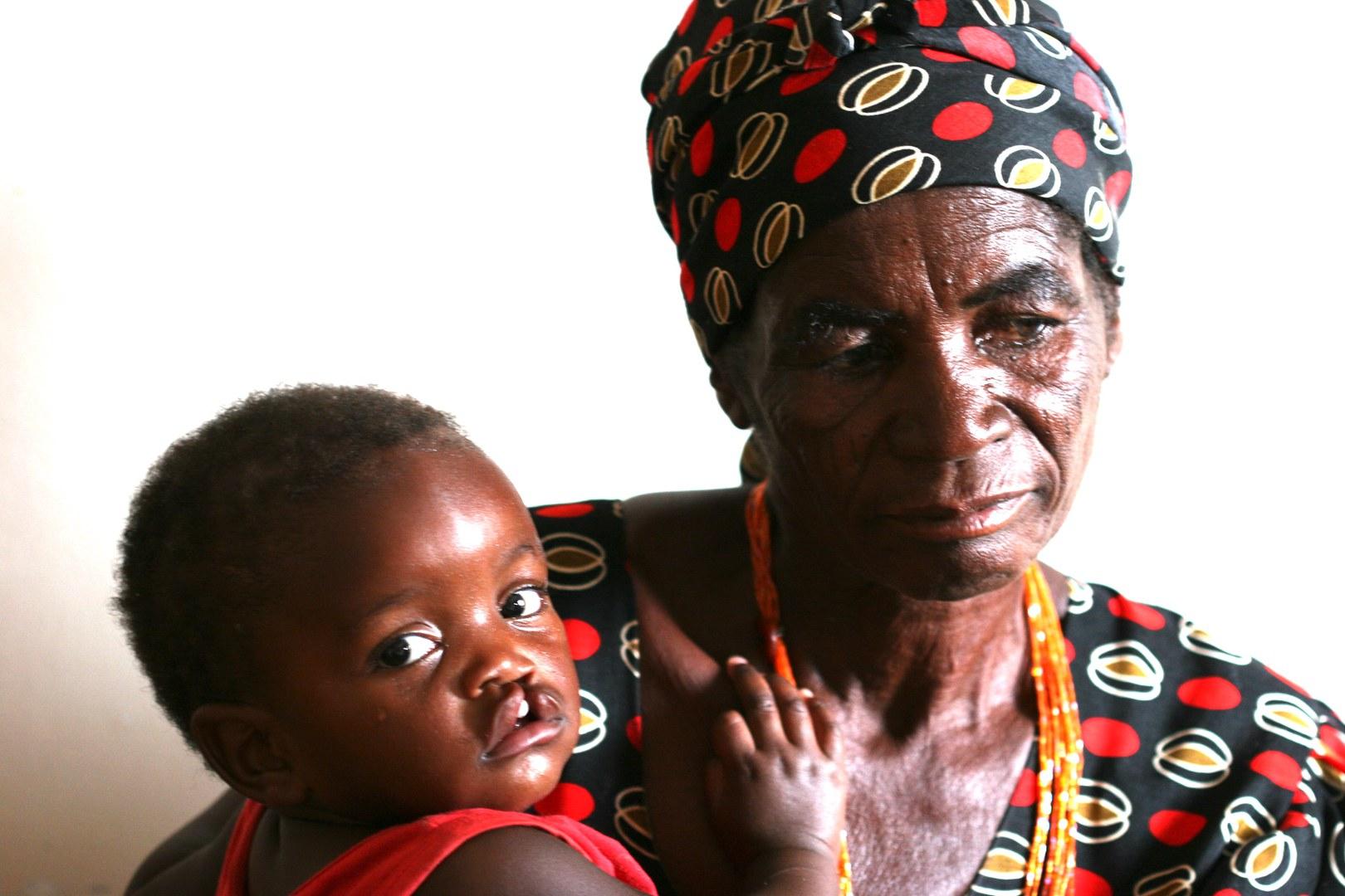Bild Bonner Anästhesieschwester hilft Kindern in Afrika