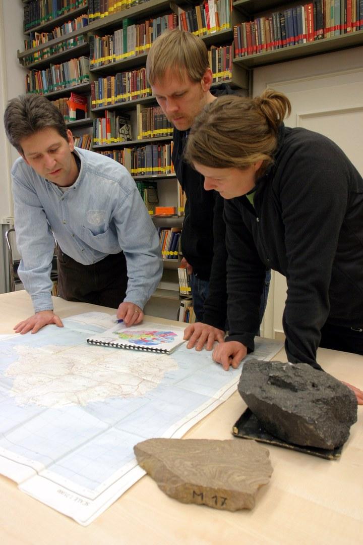 Bild Diplomarbeit zwischen explosiven Vulkanen