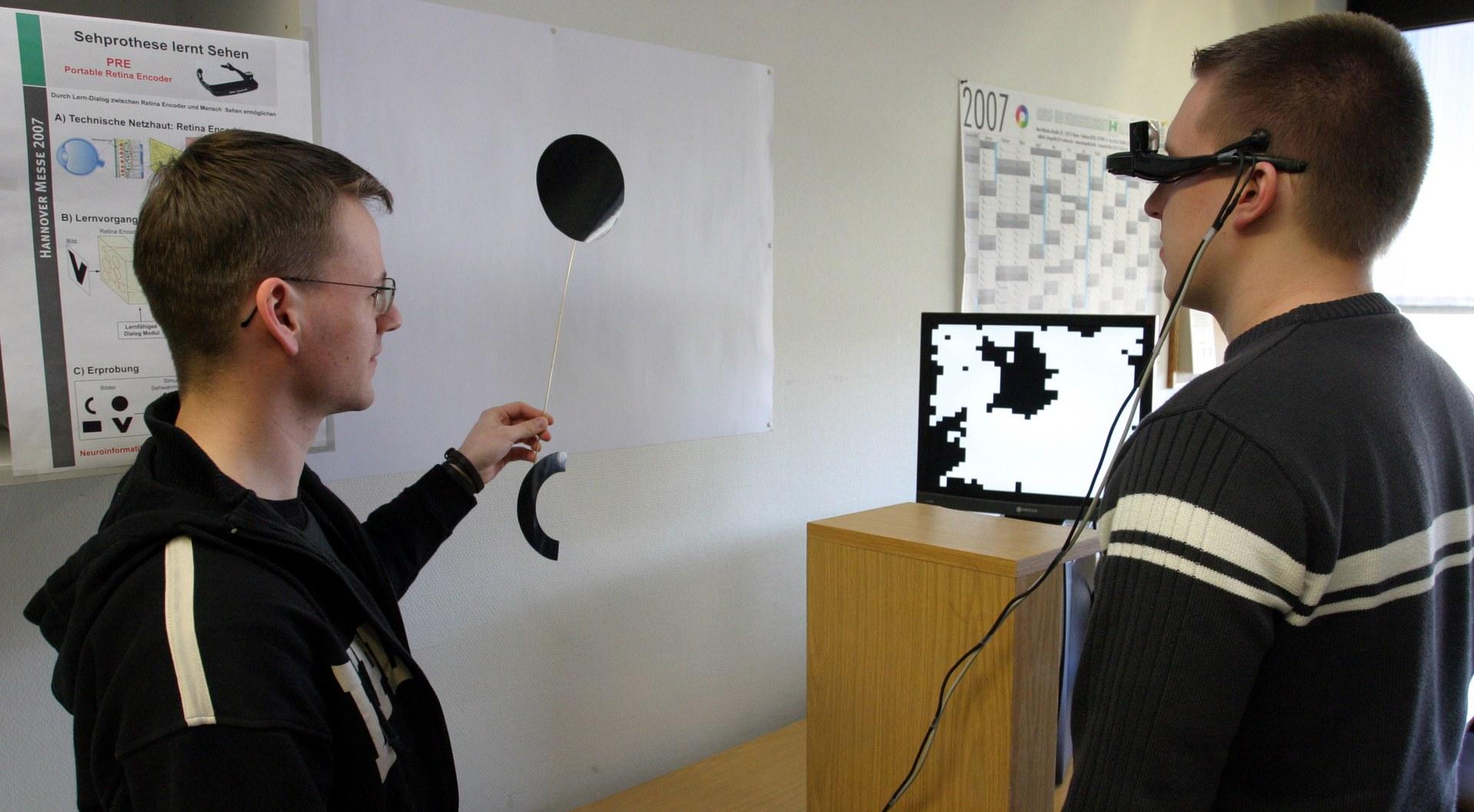 Bild Lernende Sehprothese auf der Hannover-Messe