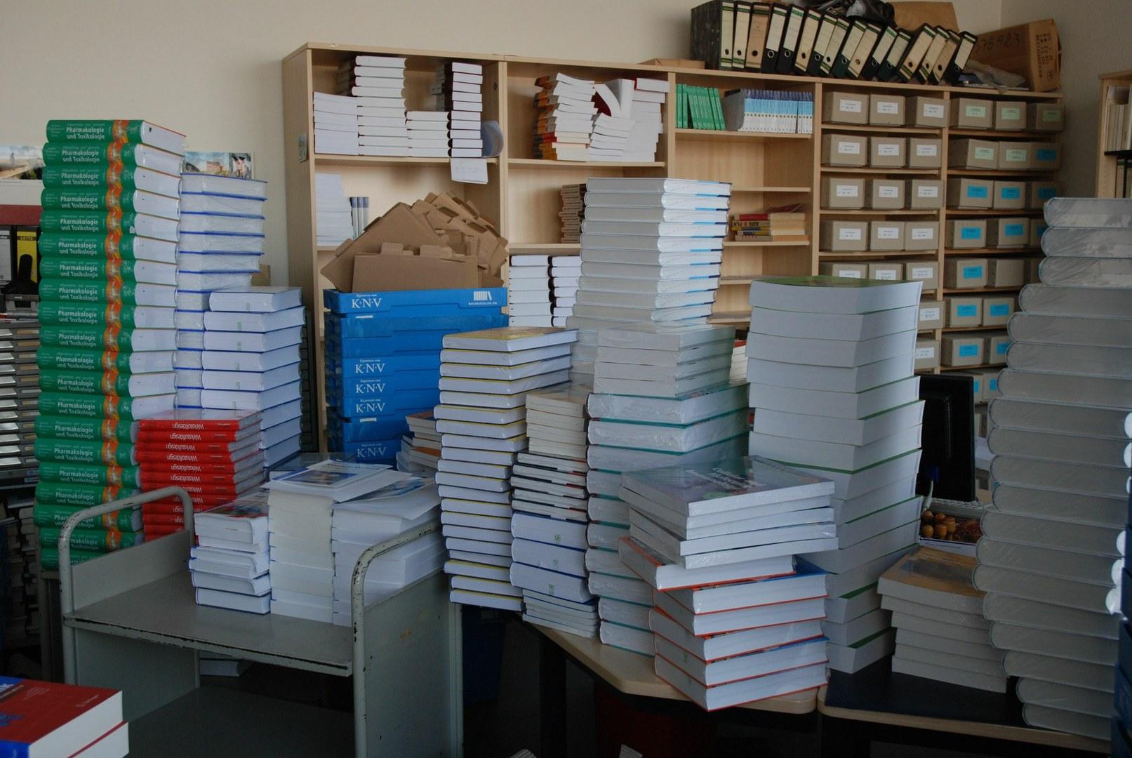 Bild 20.000 neue Lehrbücher gekauft