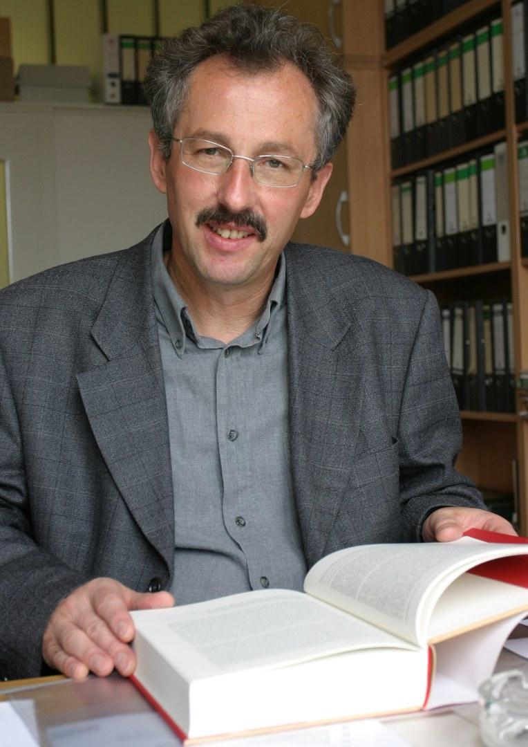 Bild Prof. Dr. Jürgen Fohrmann soll neuer Rektor werden