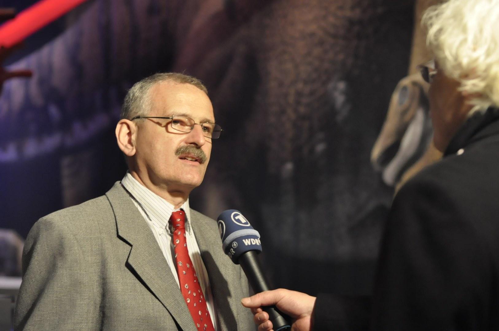 Sander im Interview ARD.jpg