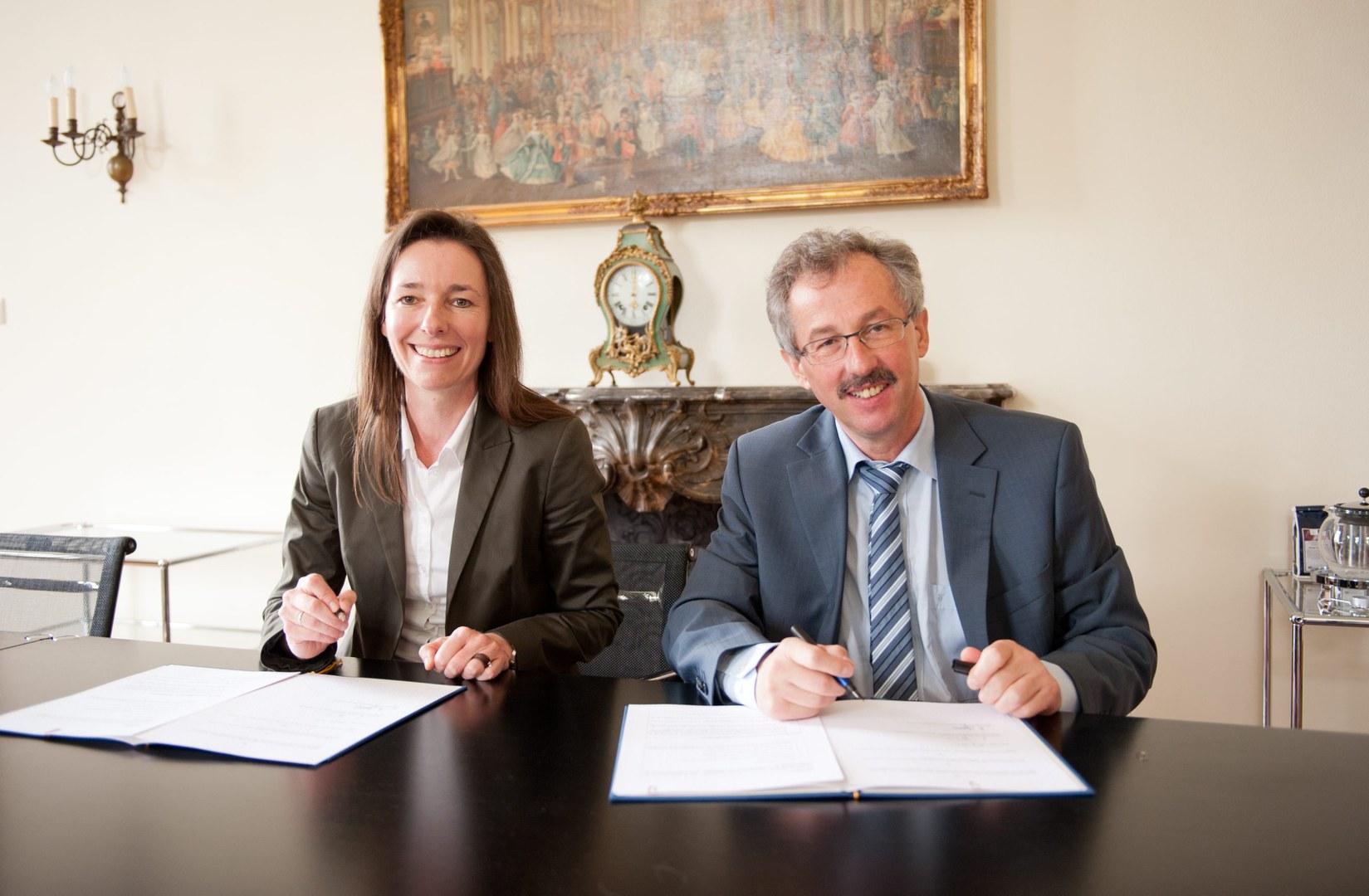 Vertragsunterzeichnung im Rektorat