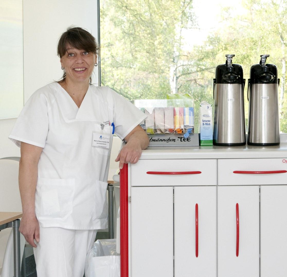 Maria Dolores Nascimento-Cal an ihrem Arbeitsplatz auf dem Venusberg