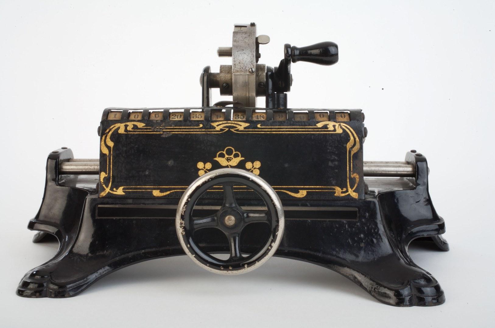 Rechenmaschine mit ungewöhnlichem Design: