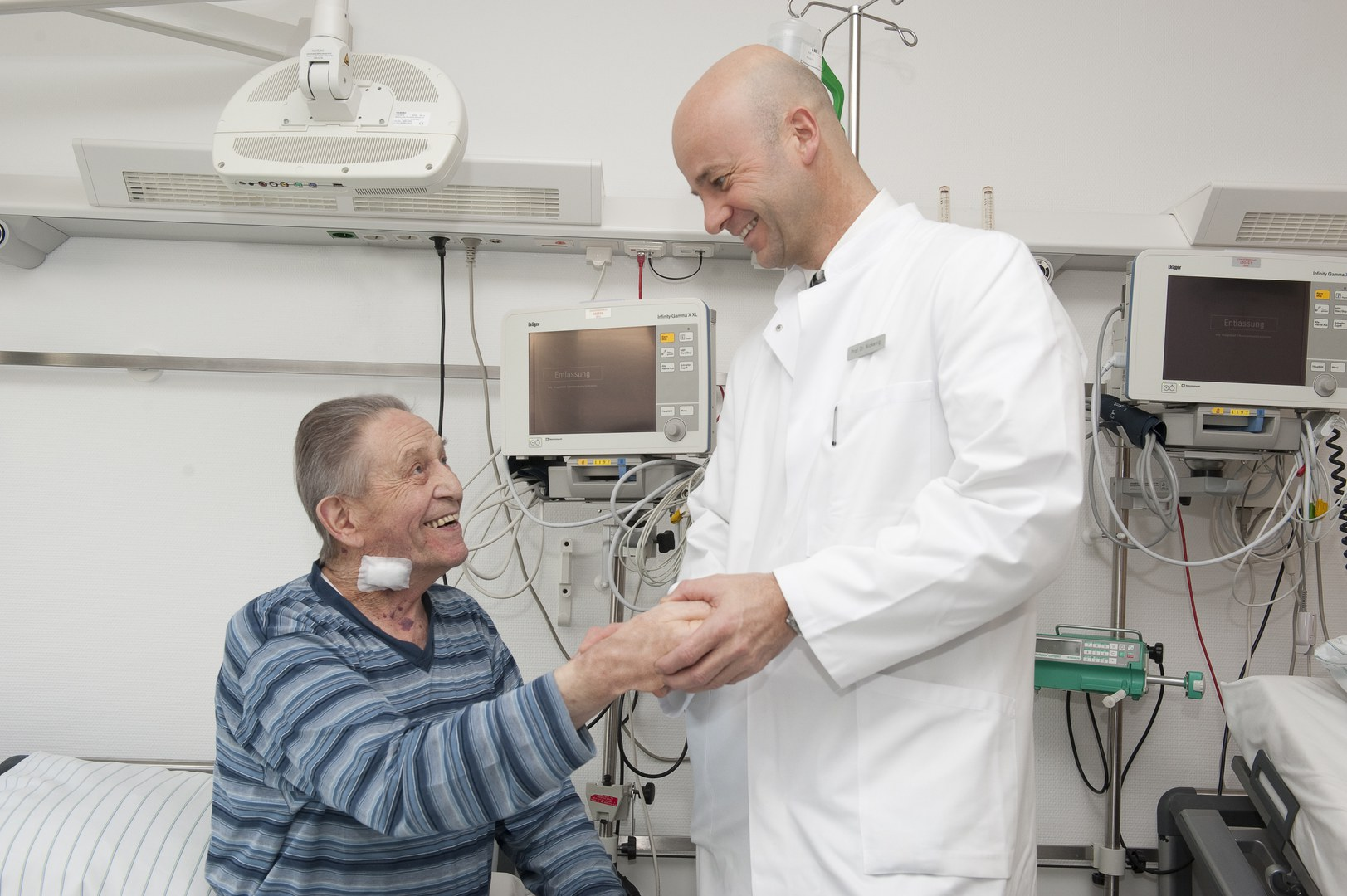 Prof. Nickenig (re) mit seinem Patienten Johann H.