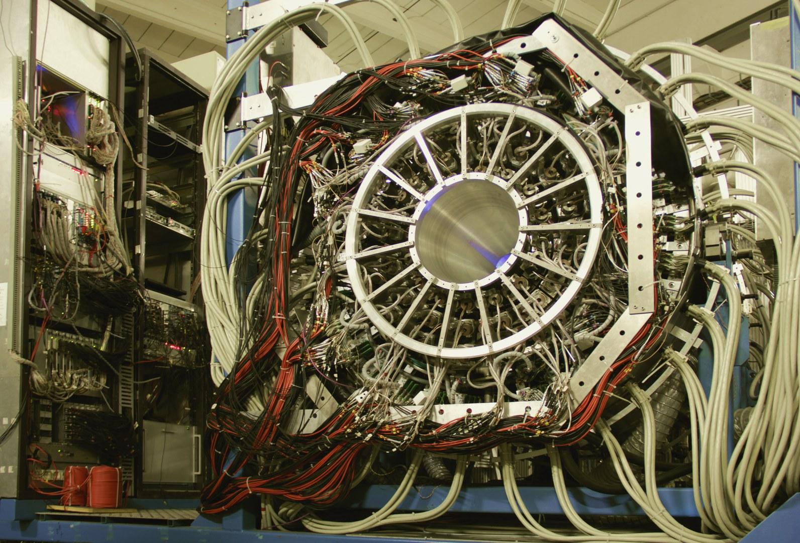 Der Crystal Barrel Detektor an der Elektronen-Stretcher-Anlage (ELSA) der Universität Bonn:
