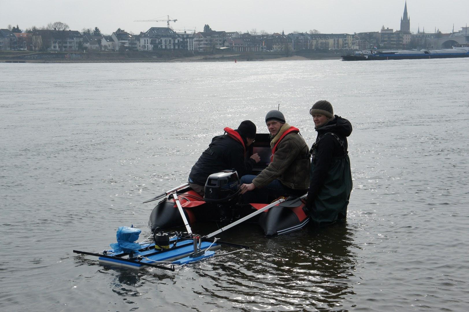 Prospektion auf dem Rhein: