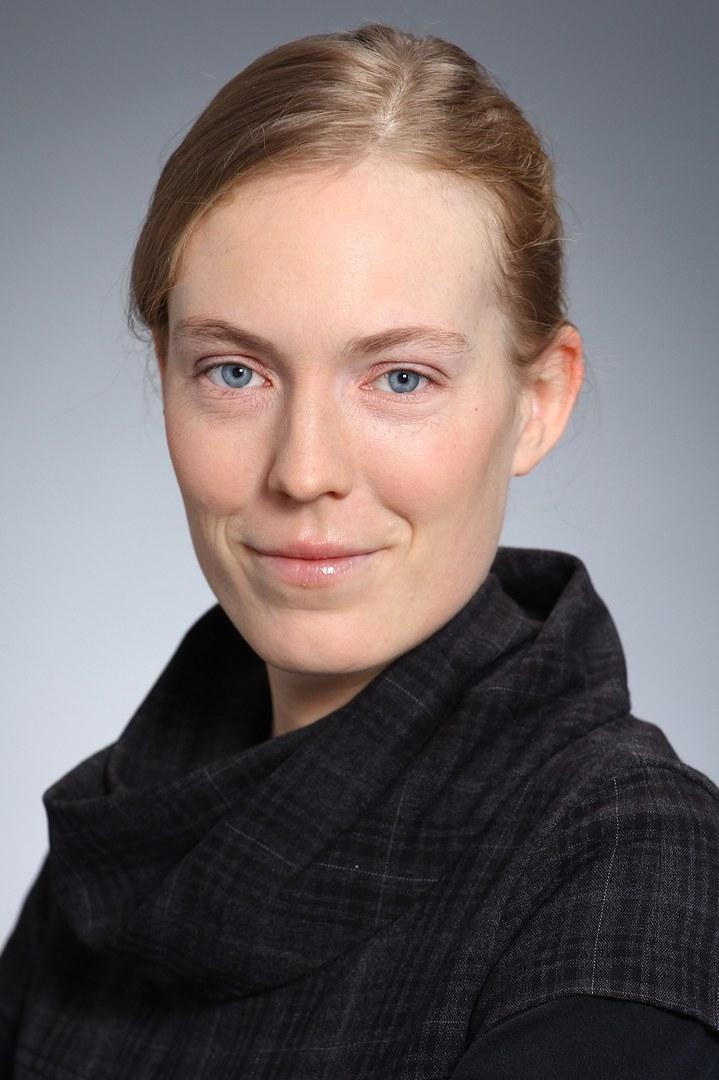 Dr. Nina Langen