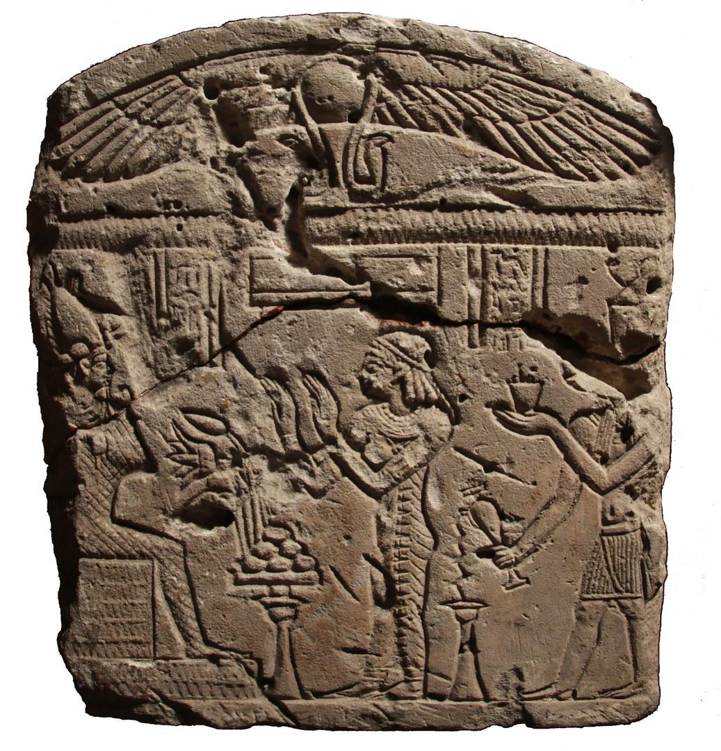 Griechisches & Ägyptisches auf einer Stele