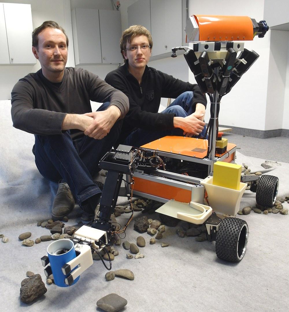 """Bereiten den Roboter """"Explorer"""" auf den DLR SpaceBot Cup vor:"""