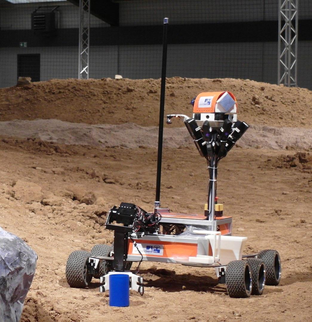 "Der Roboter ""Explorer"" des Teams ""NimbRo Centauro"" der Universität Bonn"