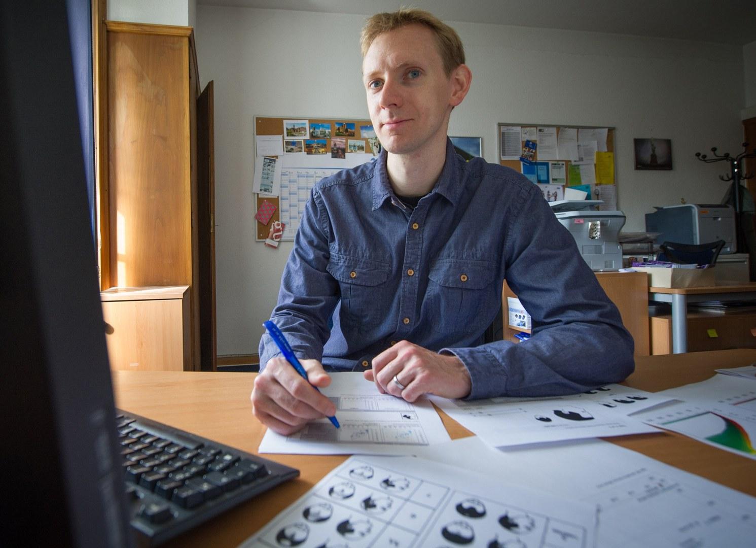 Pawel Sickinger mit Animationen der Glatzenbildung am Computer: