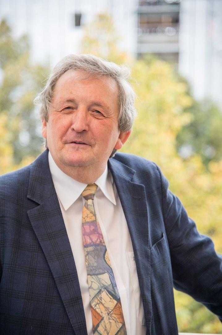 Prof. Dr. Gerhard Höver