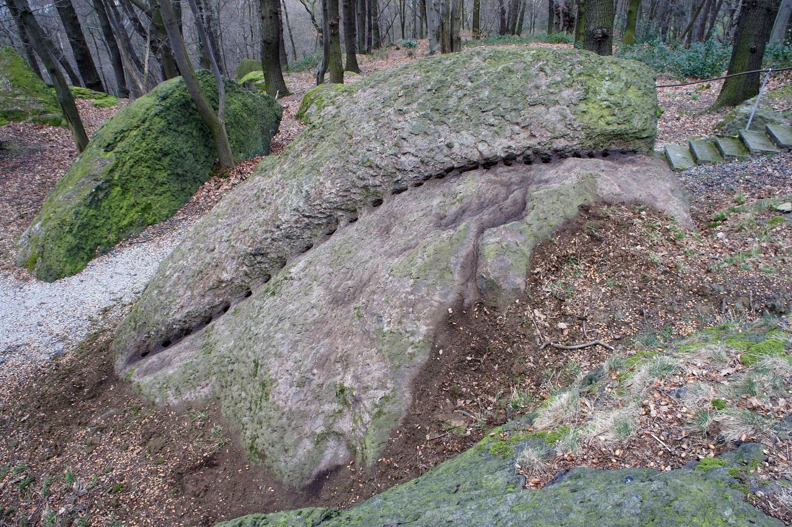 Römische Steinbruchspuren