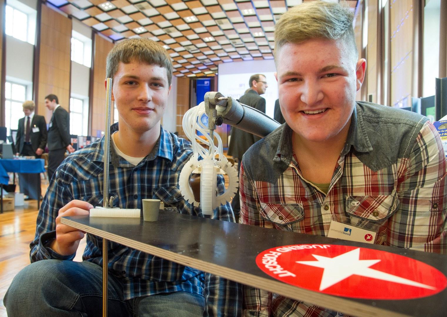 Björn Bouwer (14) und Nico Hochgürtel (14; von links):