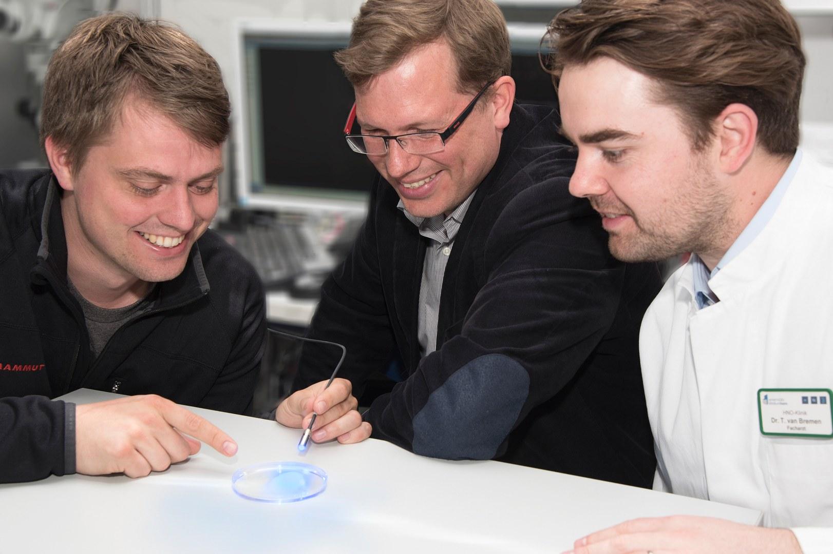 Dr. Tobias Brügmann, Juniorprofessor Dr. Philipp Sasse und Dr. Tobias van Bremen