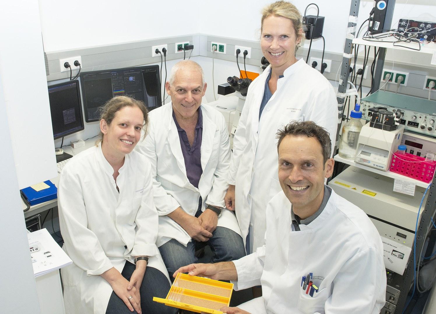 Das Forscherteam am Konfokalmikroskop (von links):