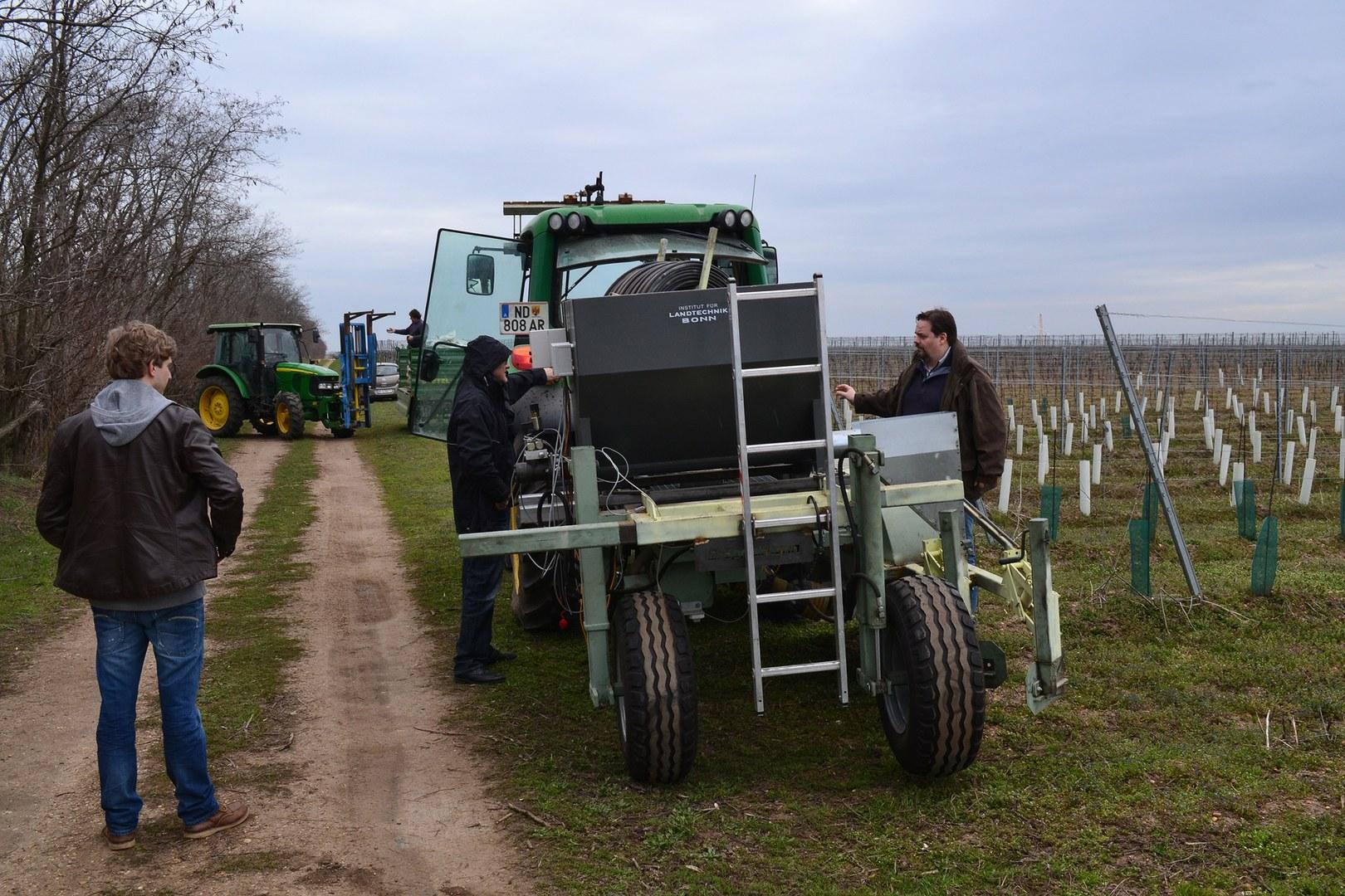 Grabenfräse zur Einbringung von Bodenhilfsstoffen: