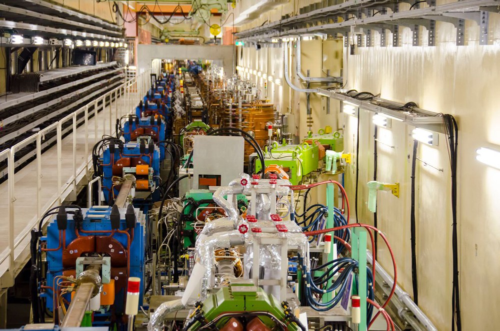 Eine Sektion des SuperKEKB-Beschleunigertunnels,