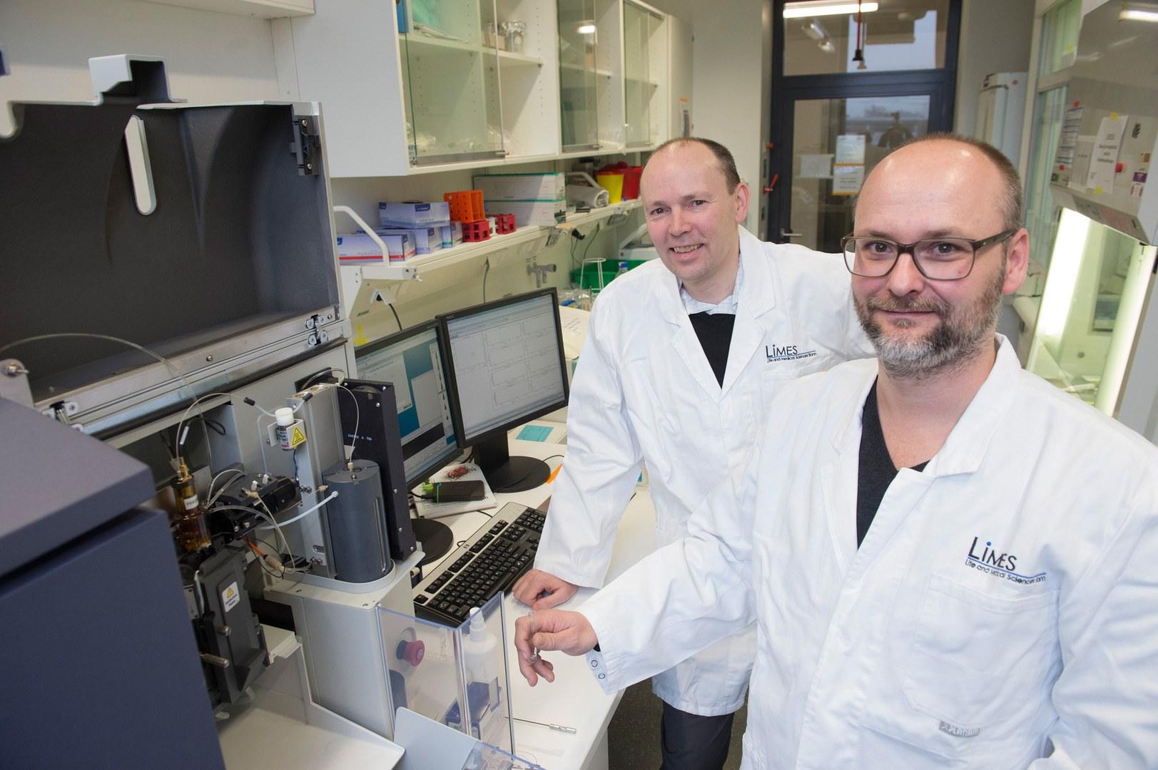 Prof. Dr. Joachim L. Schultze und Dr. Marc Beyer (von links)