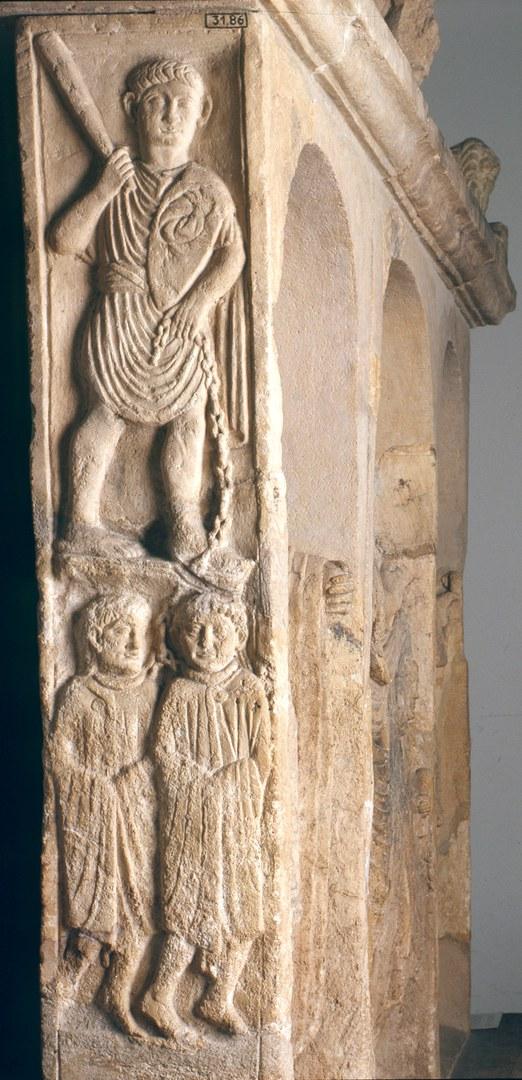 Grabstein aus Nickenich bei Mayen (etwa 50 n. Chr.):