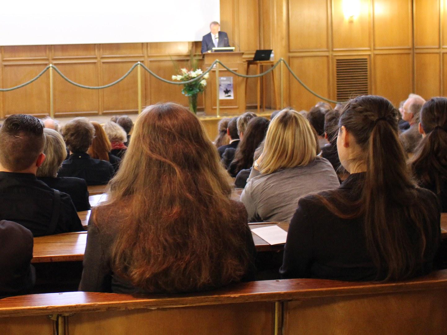 Prof. Dr. Matthias Becher,