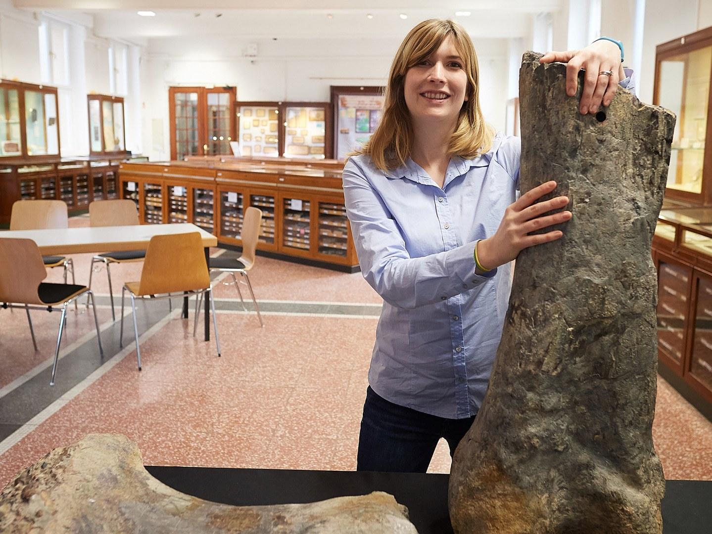 Die Paläontologin Jessica Mitchell