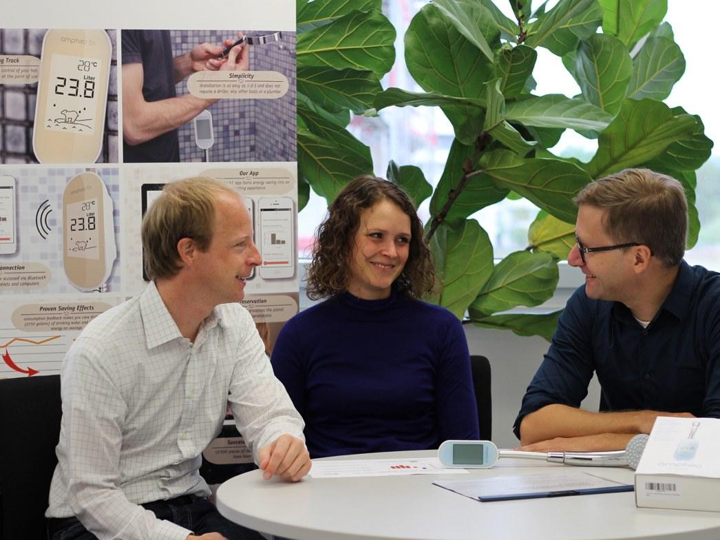 Das Forscherteam mit dem Messgerät (von links):