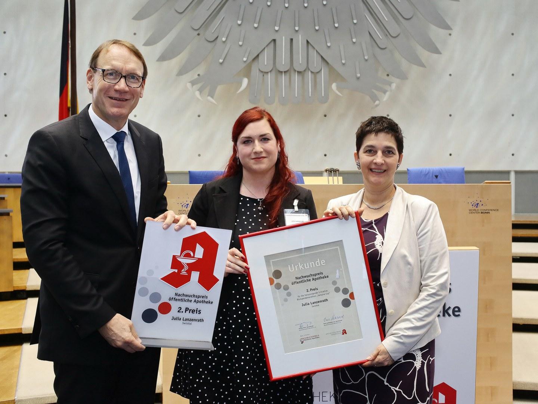 """Nachwuchspreis öffentliche Apotheke - 2. Platz Blutspendemarathon """"Vampire Cup"""":"""
