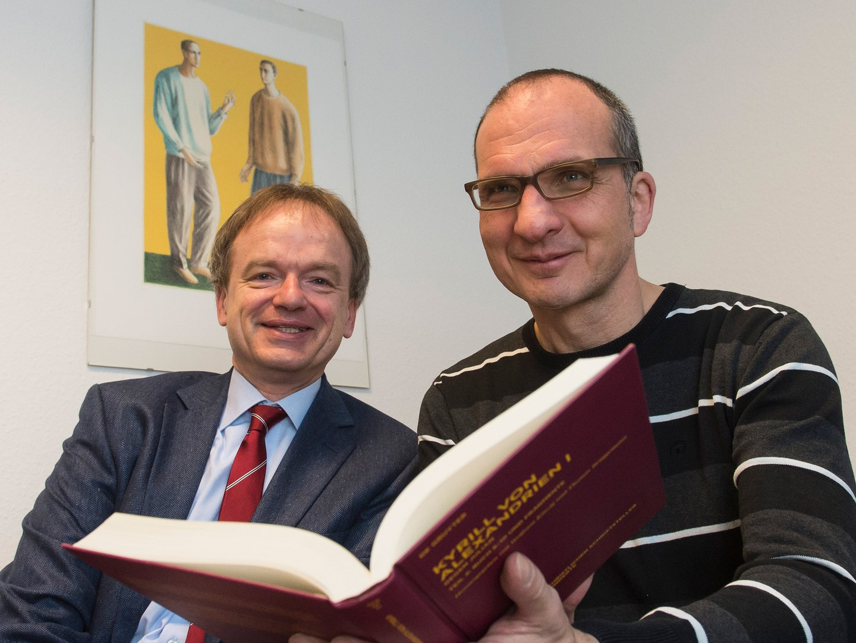 Prof. Dr. Wolfram Kinzig (links) und Dr. Thomas Brüggemann