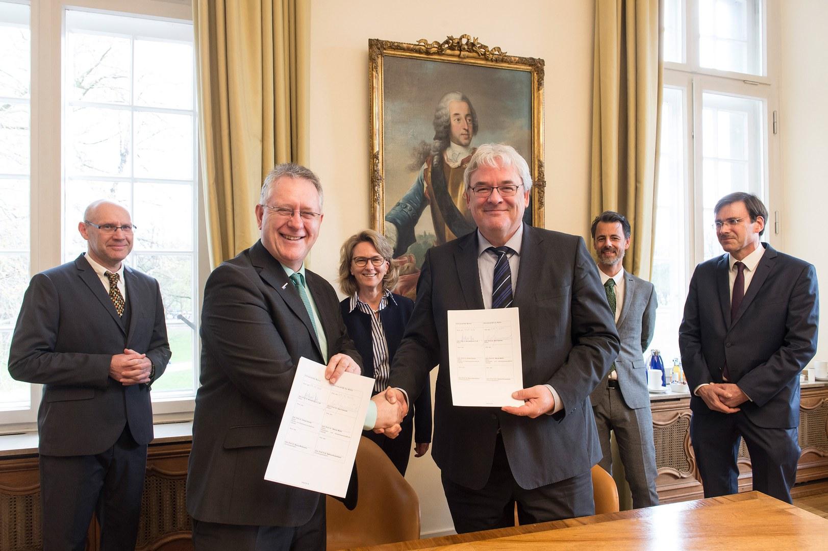 Der Kooperationsvertrag zum BCecon ist unterzeichnet: