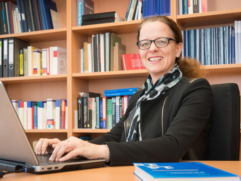 Prof. Dr. Isabel Schnabel