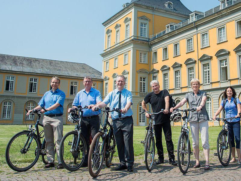 Das Rektorat mit Rad