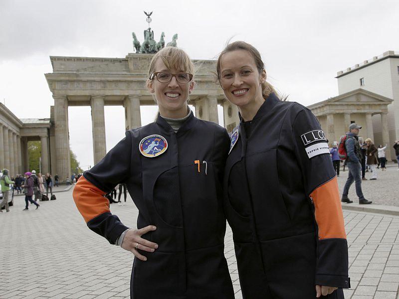 Die beiden angehenden Astronautinnen-Auszubildenden