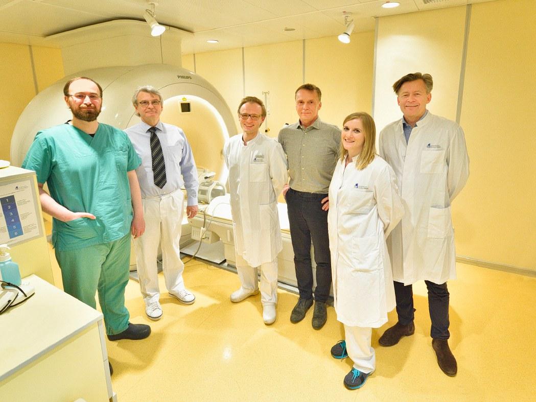 Deutschlandweit erstes Gerät für Magnetresonanz gesteuerten hoch fokussierten Ultraschall bei essentiellen Tremor oder Parkinson-Tremor am Uniklinikum Bonn: