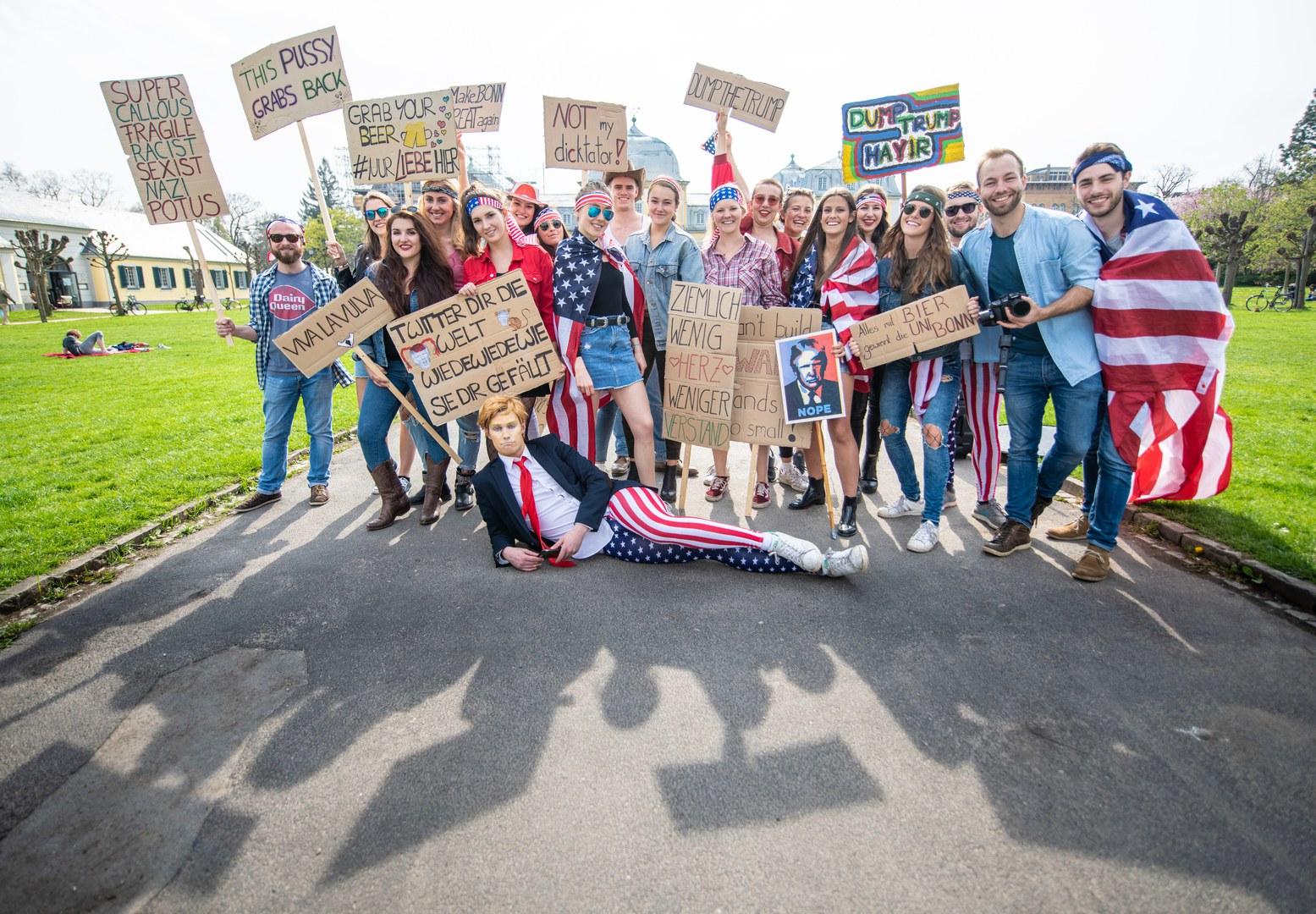 Fake Demo gegen Trump