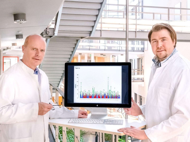 Prof. Dr. Markus Nöthen (links) und Dr. Andreas Forstner