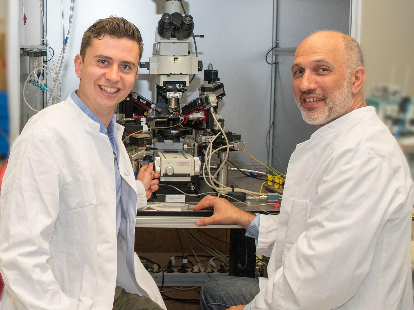 Niklas Beckonert (links) und Prof. Dr. Heinz Beck