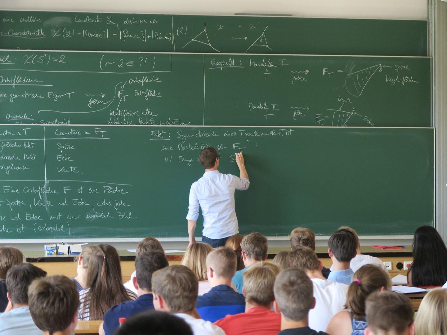 Einmal selbst eine Mathevorlesung im Hörsaal erleben –