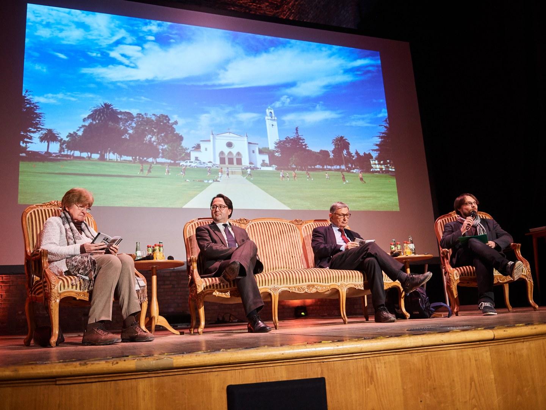 Auf dem Podium (von links):